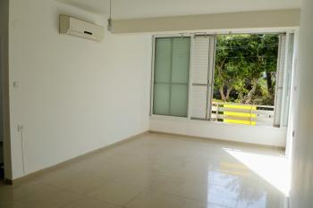 For rent on Bialik Street - 2 minutes from the square and the sea, Netanya