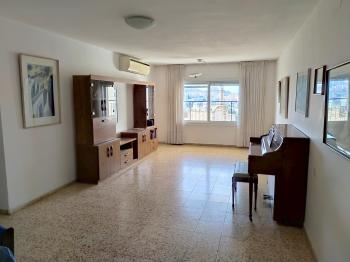 Spacious 4 room with elevator and balcony