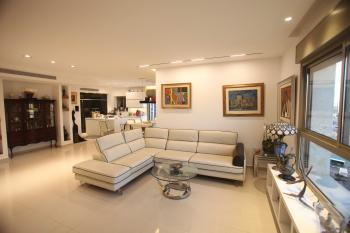 Gorgeous Penthouse With Amazing View for Sale in Kiryat Ha'Leom