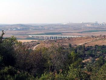 Jerusalem-Tel Aviv fast train that actually reaches Tel Aviv begins test runs
