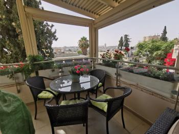Beautiful 4 room apartment in Old Katamon!