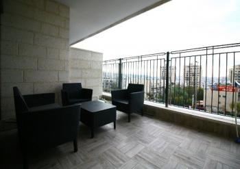Beautifully Renovated 3 Room Apartment For Sale In Arnona!