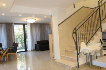 For Sale in Jerusalem Israel in Shaarei Chesed (Wolfson) 5 Bedroom Villa