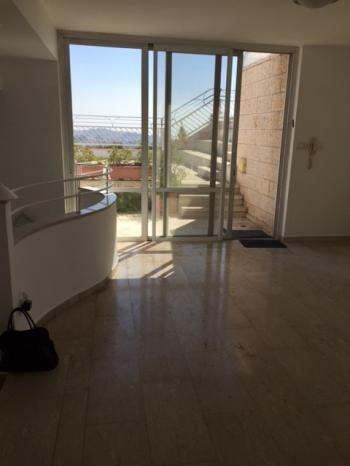 For Rent in Jerusalem in Arnona close to Abu Tor on Caspi Street 5 Bedroom Townhouse