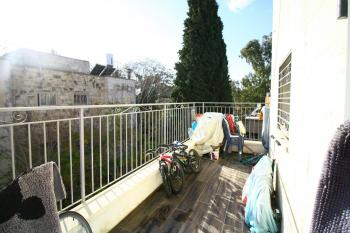 Spectacular 5 Room Apartment For Sale In Baka!