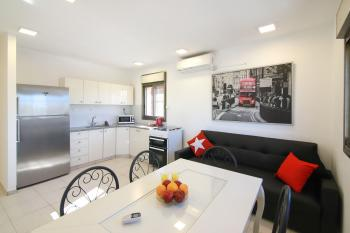 THE LONDON - BEAUTIFUL 2 BR in BAKA, ELEVATOR, CENTRAL!