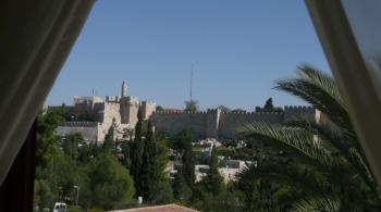 BILLS INCLUDED ~ Furnished 2Bedrooms & Living room in KING DAVID!!!