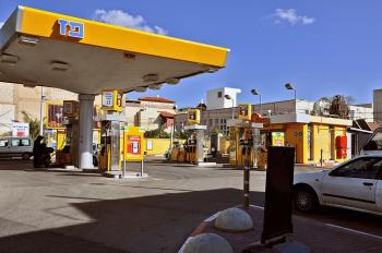 Gasoline prices in Israel to fall Tues night