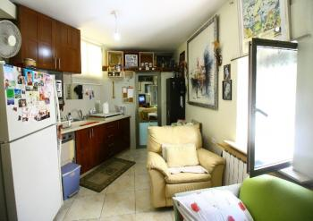 A 2 ROOM APARTMENT FOR SALE IN SHA�AREI CHESED!