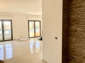 Beautiful 3 Room Luxury Apartment on Jobotinsky!