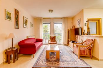 A beautiful spacious bright 3 room apartment for sale in Arnona!