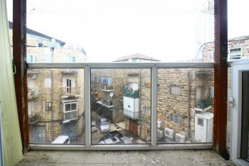 A Bright 2 Room Apartment For Sale In Shuk Mahane Yehuda!