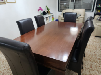 beautiful dining room set, table can expand. with 6 chairs