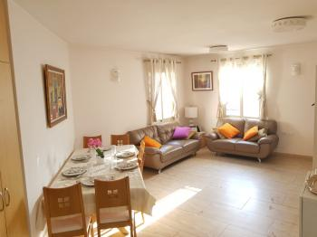 Sunny Renovated Apt. in Rehavia Bordering Shaarei Chessed