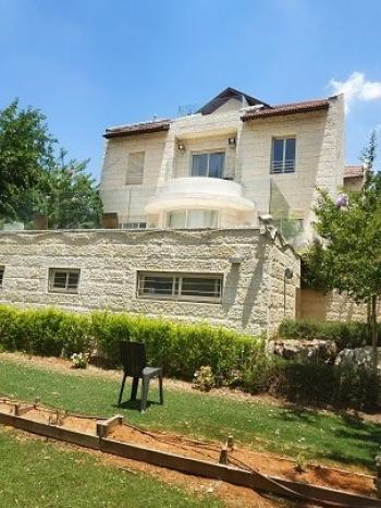 Ramot B. Majestic Villa, fully renovated, 9 rooms, view to Lifta+ rental unit